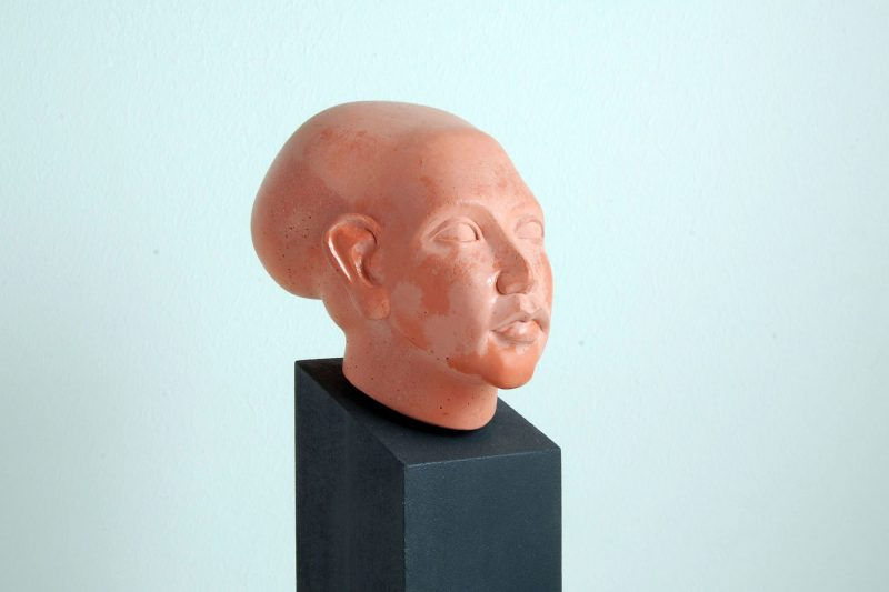 Amarna-Prinzessin, Steinguss, H 9,2cm, T 12cm, mit Sockel 24,5cm, Preis 135,-€