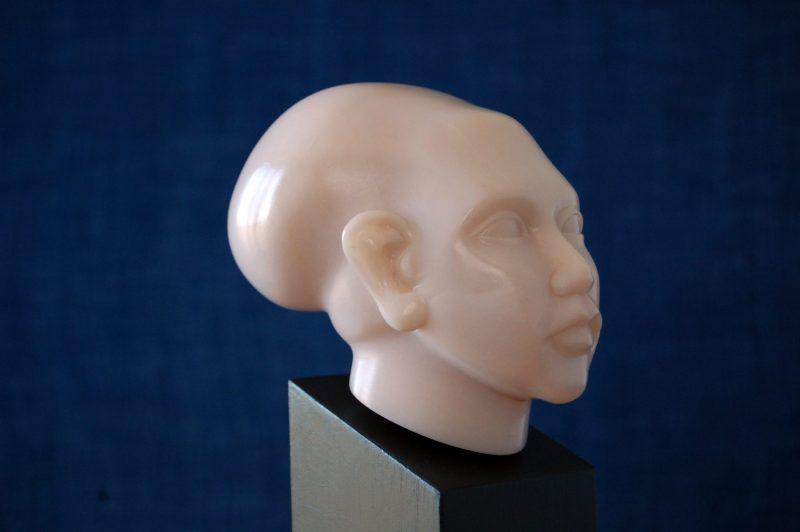 Amarna-Prinzessin, Speckstein, H 9,2cm, T 12cm, mit Sockel 24,5cm, Preis 490,-€