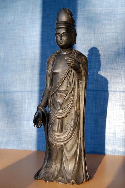 Buddhistische Kannon-Figur - Lindenholz, geschnitzt