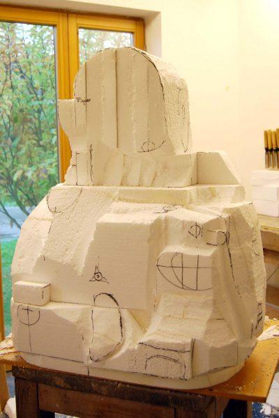 Der Kern der Skulptur wird aus Styropur hergestellt.