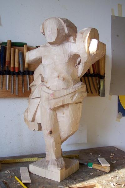 Auferstandener Christus in der Kirche in Dassensen - die neu erschaffene Holzskluptur nimmt Form an