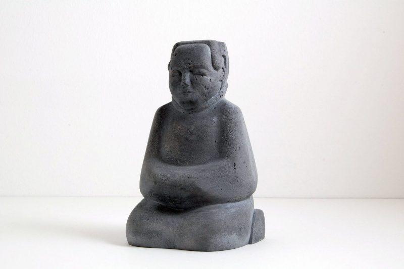 Dienerfigur Steinguss, H 15cm, B 9cm, 130,-€