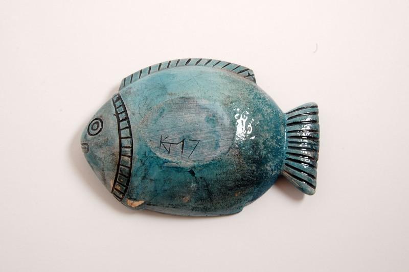 Fisch Steinguss, Rückseite, bemalt und glasiert, 110,-€