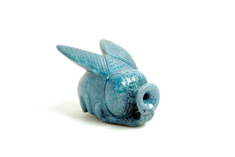Fliege Steinguss, bemalt und glasiert, H 7cm, L 11cm, Preis 110,-€