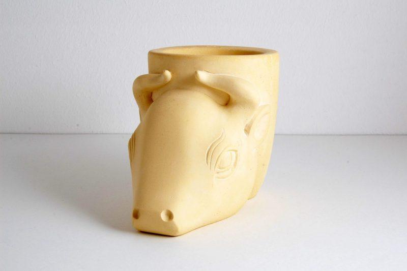 Stierkopf Steinguss gelb, H 10,2 cm, L 13,5 cm, 145,-€