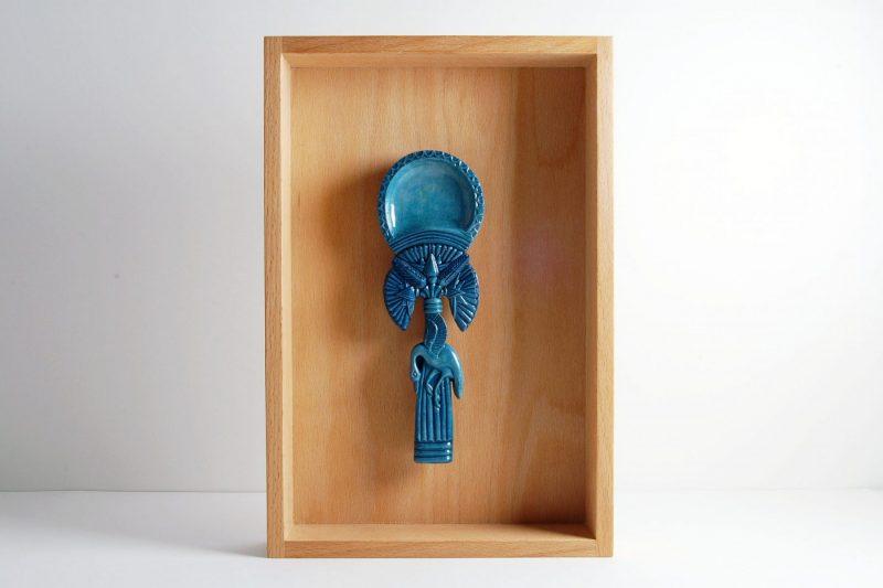 Salblöffel mit fliegender Gans, Steinguss bemalt und glasiert, 19x6,5cm (mit Rahmen 30x30cm), 120,-€