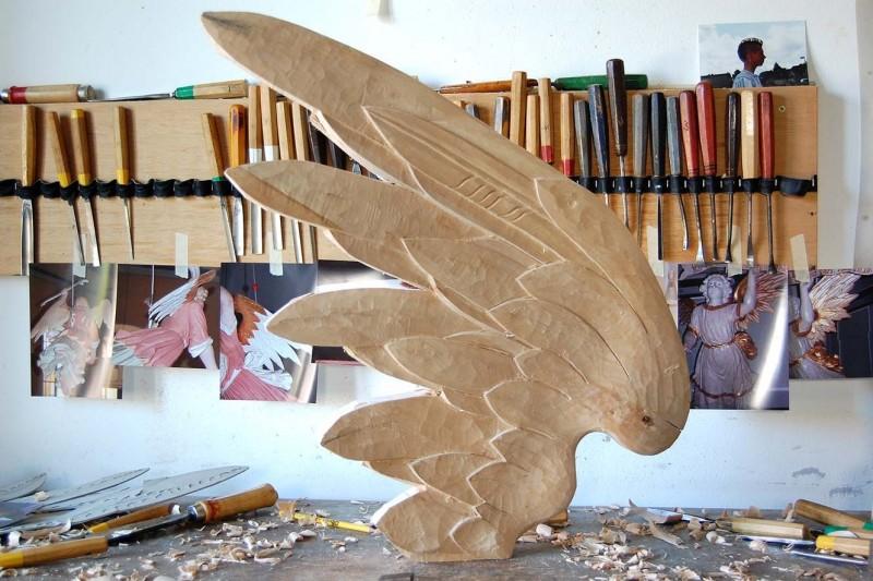 Taufengel Odagsen: der Engelsflügel nimmt Form an
