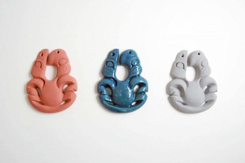 Tiki Angelhaken, Steinguss, bemalt und glasiert, H 8,5 cm, 25,-€/35,-€